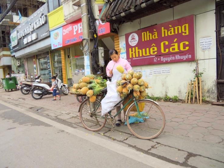 Annanas_Verkäuferin_Hanoi